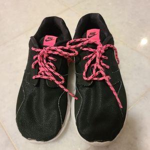 Girls NIKE black / hot Pink sneakers size 3Y